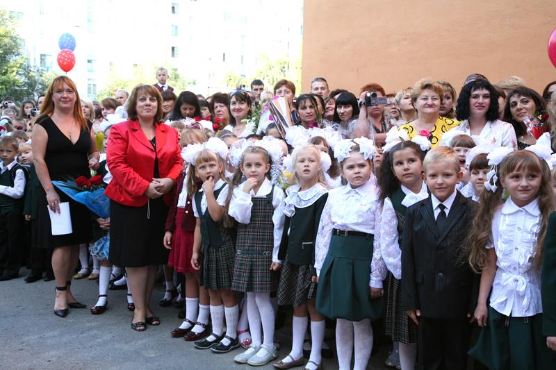 Торжественная линейка 1 сентября в яжелбицкой средней школе